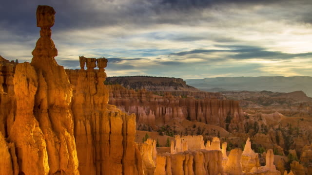 sunrise in bryce canyon - time lapse - rock formations stock videos & royalty-free footage
