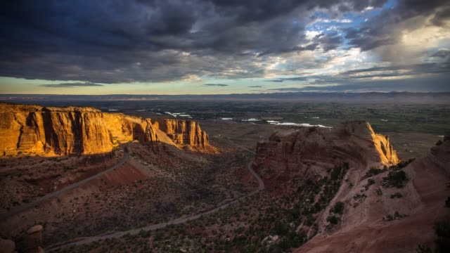 sunrise in colorado national monument - time lapse - red rock video stock e b–roll
