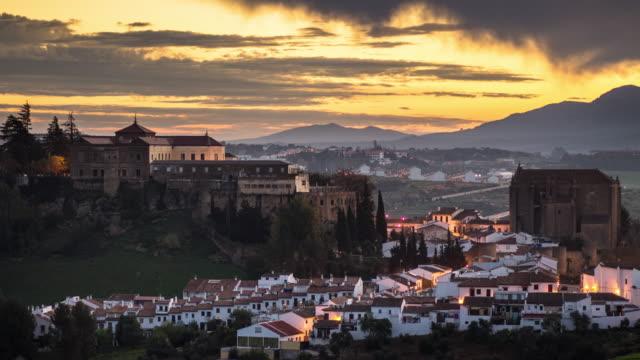 sonnenaufgang in ronda, spanien - zeitraffer - spanien stock-videos und b-roll-filmmaterial