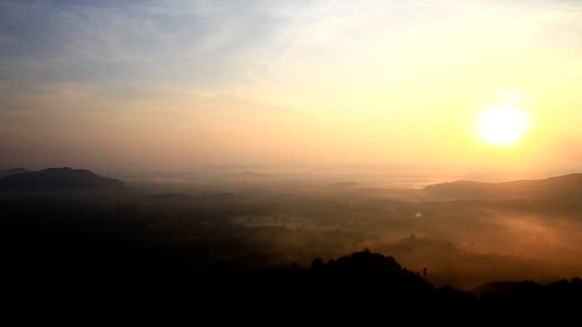 Sunrise moving fog on the mountain in Thailand. - vídeo