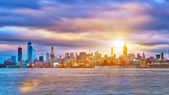 Sunrise New York City. COncept of Rise, Wiederöffnen. Financial Fistrict. Wohngebäude – Video