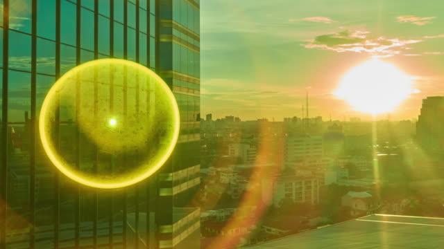 都市の時間経過での日の出 - 朝日点の映像素材/bロール
