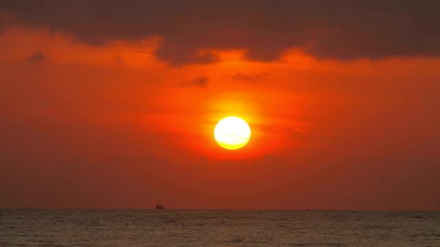 sunrise on the sea - pink sunrise bildbanksvideor och videomaterial från bakom kulisserna