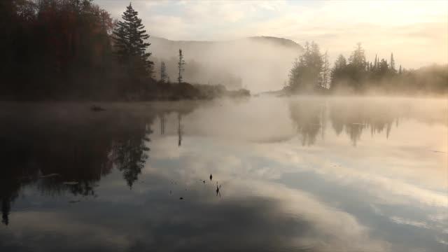 soluppgång över en new england pond - appalachia bildbanksvideor och videomaterial från bakom kulisserna