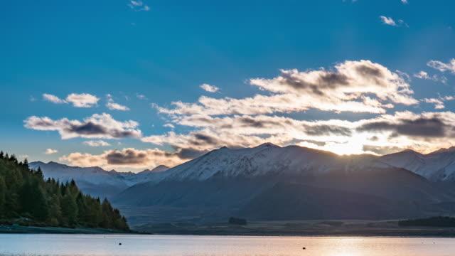 vidéos et rushes de lever de soleil sur le lac tekapo - nord