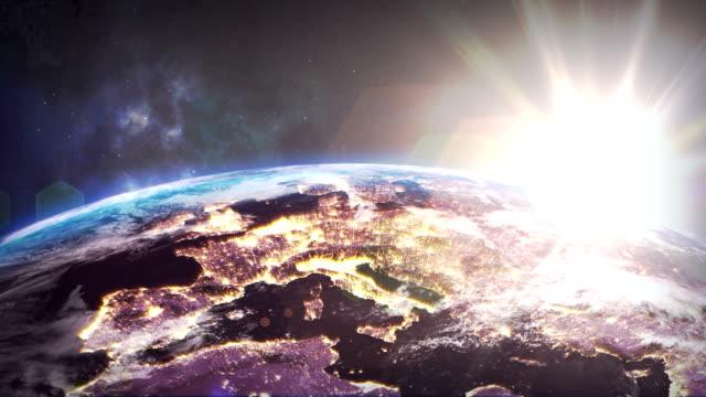 Sonnenaufgang über der Erde aus Raum. Schließen aus Italien und Europa Zone...mit Nacht Zeit und Sonnenaufgang. – Video