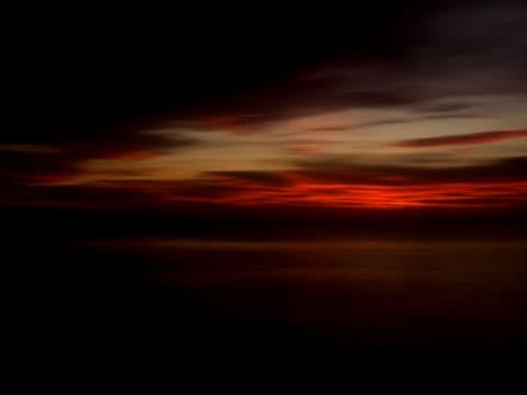 sonnenaufgang über dem ozean - kürzer als 10 sekunden stock-videos und b-roll-filmmaterial