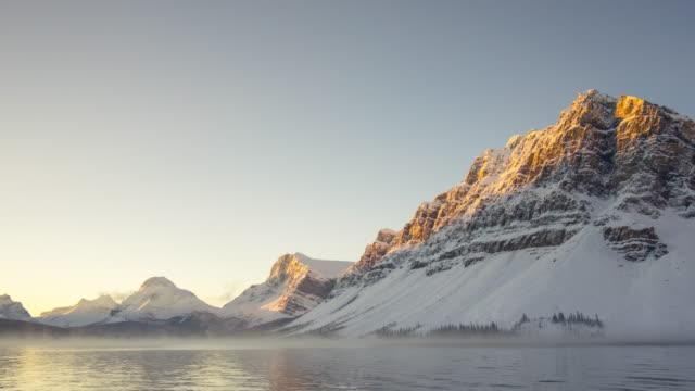 stockvideo's en b-roll-footage met zonsopgang boven het sneeuw meer - sneeuwkap