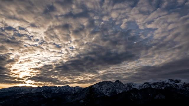 tatra dağları üzerinde gündoğumu - zakopane stok videoları ve detay görüntü çekimi