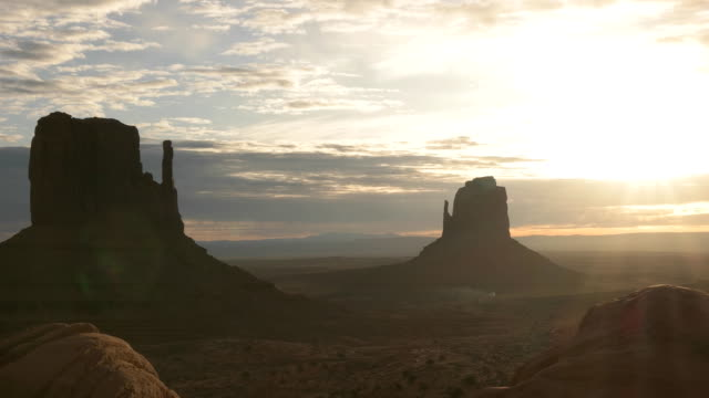sunrise pan of the mittens at monument valley