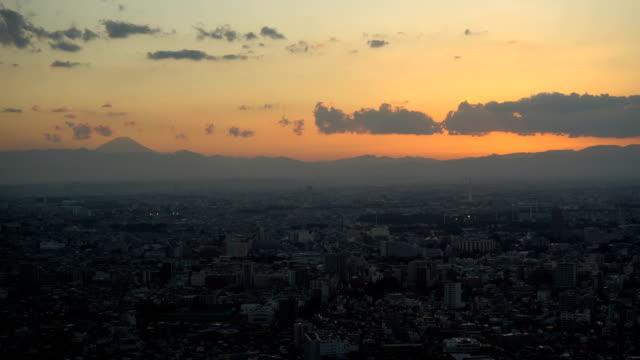晴れた日の富士山と東京、日本の日の出タイムラプス - 夜明け点の映像素材/bロール