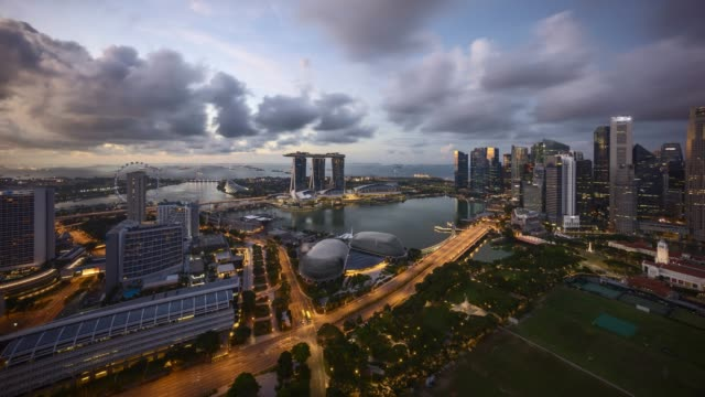 stockvideo's en b-roll-footage met sunriseat singapore marina bay skyline - baai