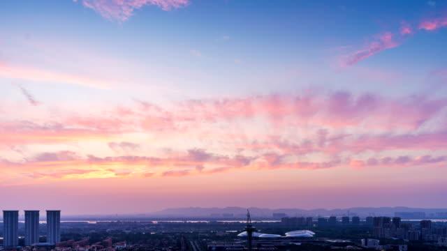 sunrise.city skyline. tid förflutit. - pink sunrise bildbanksvideor och videomaterial från bakom kulisserna