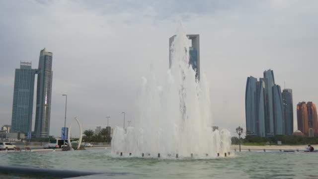 sunset abu dhabi marina fountain famous buildings panorama 4k united arab emirates - uae national day стоковые видео и кадры b-roll