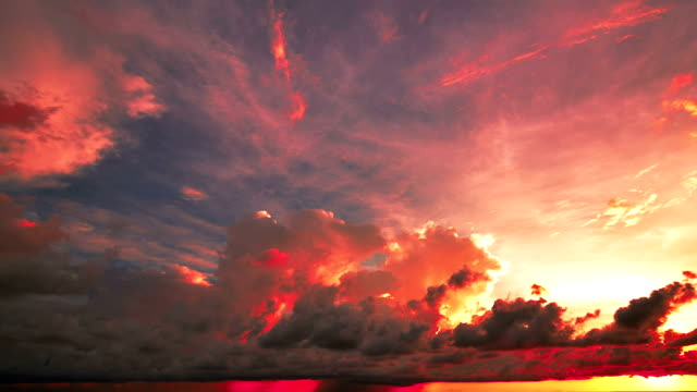stockvideo's en b-roll-footage met sunset and storm front with rain over the sea - regen zon