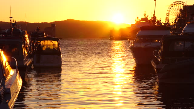 vídeos y material grabado en eventos de stock de atardecer en el puerto de bergen 4 k - bergen