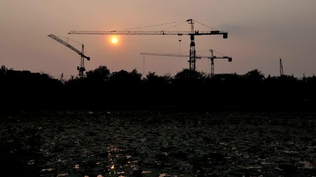 Sonnenuntergang auf Baustelle – Video