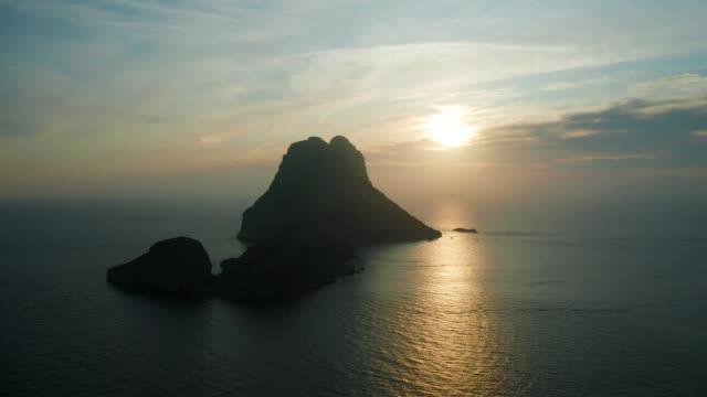 vídeos de stock e filmes b-roll de sunset at es vedrà - ibiza - ilha