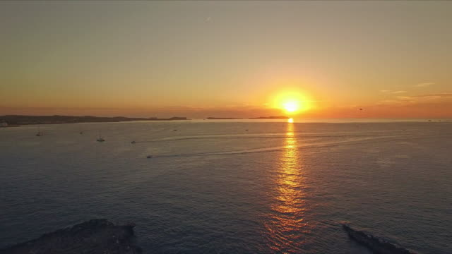 vídeos de stock e filmes b-roll de sunset at sant antoni de portmany - ibiza