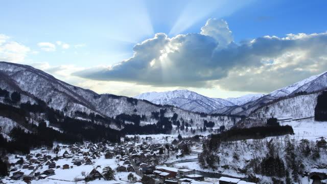 冬の白川郷村の夕日 - 冬点の映像素材/bロール