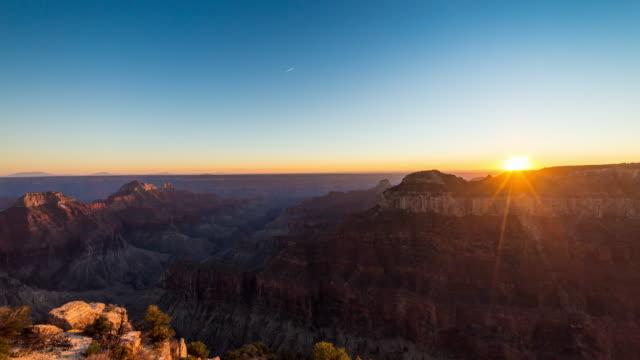 sonnenuntergang in den grand canyon - grand canyon stock-videos und b-roll-filmmaterial