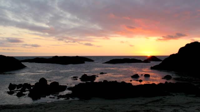 サンセット ビーチ、北アイルランド - 大西洋点の映像素材/bロール