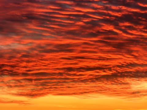 ntsc : 夕暮れの雲 - 層積雲点の映像素材/bロール