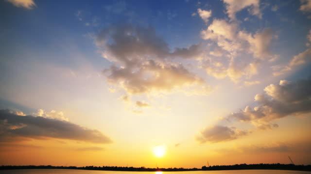 夕暮れの雲 ビデオ