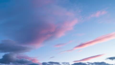 vídeos y material grabado en eventos de stock de lapso de tiempo de paisaje nuboso de puesta de sol - nube