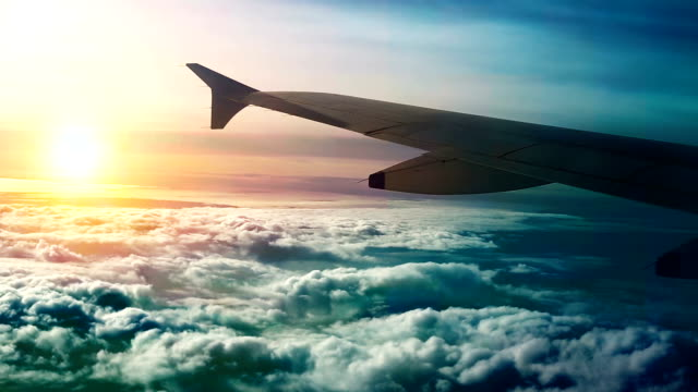 sunset flight ! - skrzydło samolotu filmów i materiałów b-roll