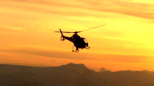夕暮れのヘリコプター飛行 - ヘリコプター点の映像素材/bロール