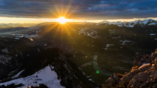 solnedgång i österrikiska alperna-timelapse 4k - delstaten tyrolen bildbanksvideor och videomaterial från bakom kulisserna