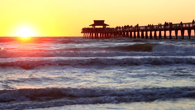 tramonto a napoli, florida - baia video stock e b–roll