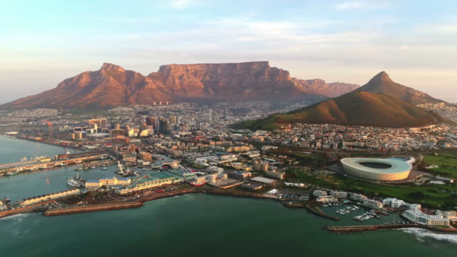 Sunset in the mother city of Cape Town Iconic aerial view of Cape Town with the camera panning across from right to left during sunset. western cape province stock videos & royalty-free footage