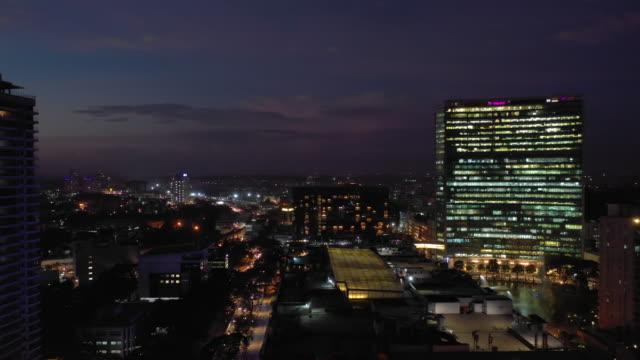 sunset night illuminated flight over bangalore cityscape wtc building traffic street aerial panorama 4k india - vídeo