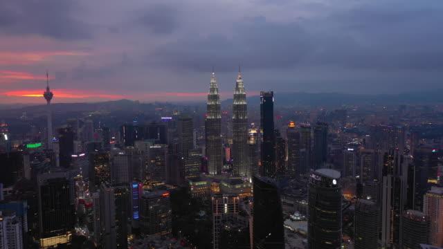 sunset night illumination kuala lumpur downtown aerial panorama timelapse 4k malaysia - kuala lumpur video stock e b–roll