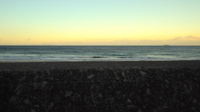 gün batımı okyanusu | groyne - dalgakıran stok videoları ve detay görüntü çekimi