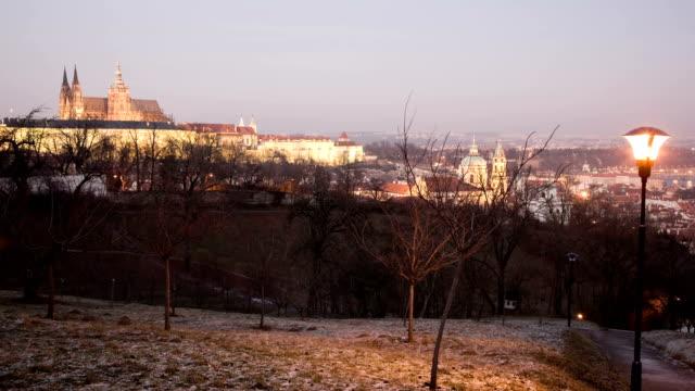 vidéos et rushes de coucher du soleil panorama de prague de 30 p - saint nicolas