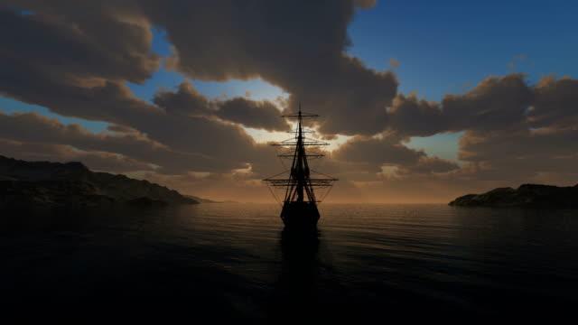 4k noktasından günbatımı eski gemi yelken - columbus day stok videoları ve detay görüntü çekimi
