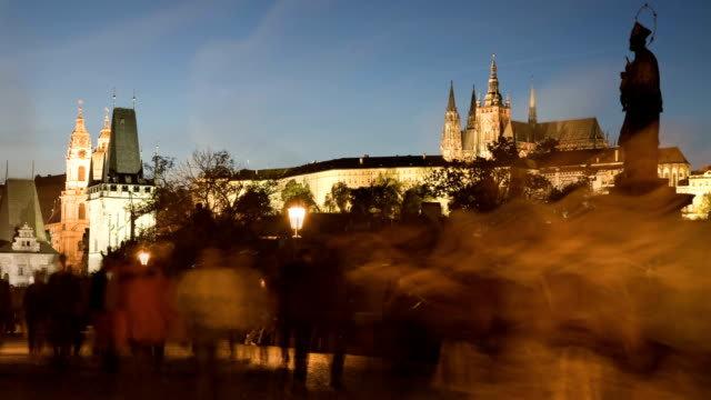 vidéos et rushes de coucher de soleil sur le pont charles - saint nicolas