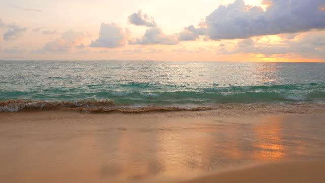 Atardecer en la playa - vídeo
