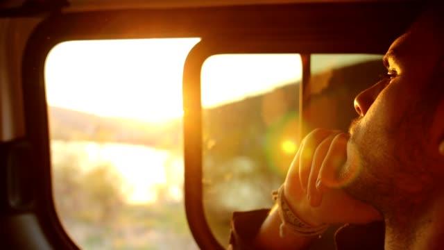 vídeos de stock e filmes b-roll de sunset on the road trip - car view