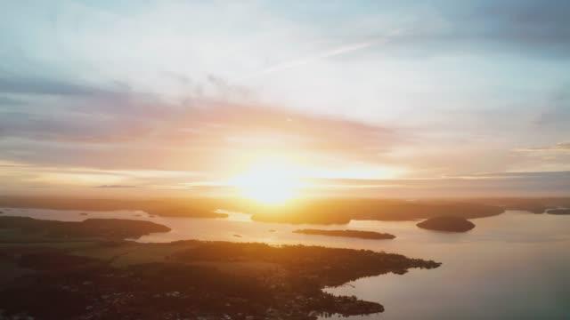solnedgång över ett vackert kustnära landskap i sverige - swedish nature bildbanksvideor och videomaterial från bakom kulisserna