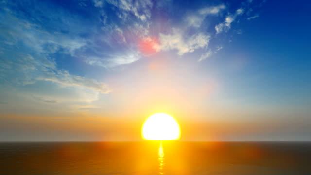 закат над спокойным морем приятные облака - спокойная вода стоковые видео и кадры b-roll