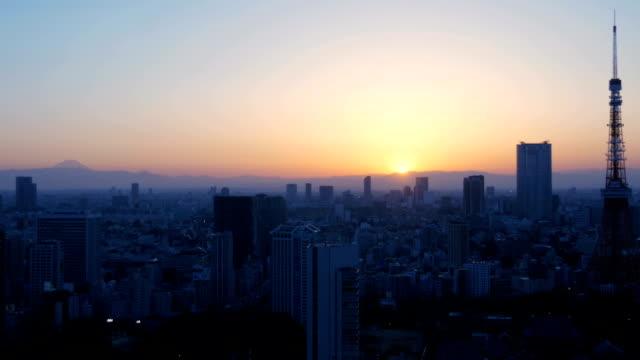 夕日に富士山や夕暮れの空に展開します。 - 夜明け点の映像素材/bロール