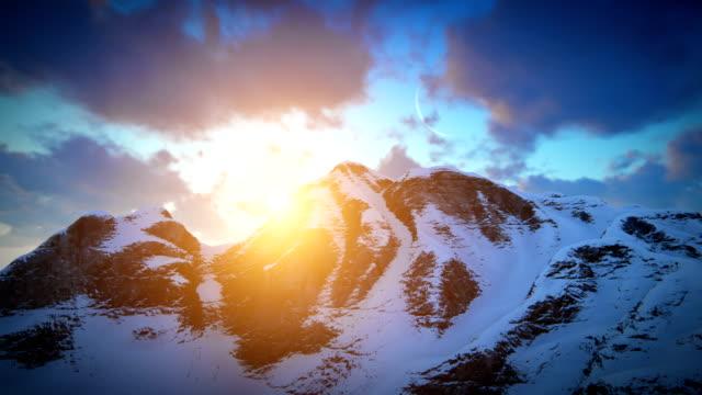 tramonto sulla cresta della montagna - 20 o più secondi video stock e b–roll