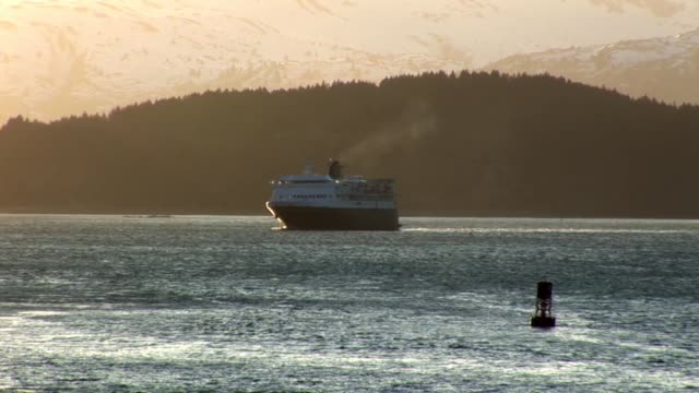 sunset over stunning alaska - alaska stato usa video stock e b–roll