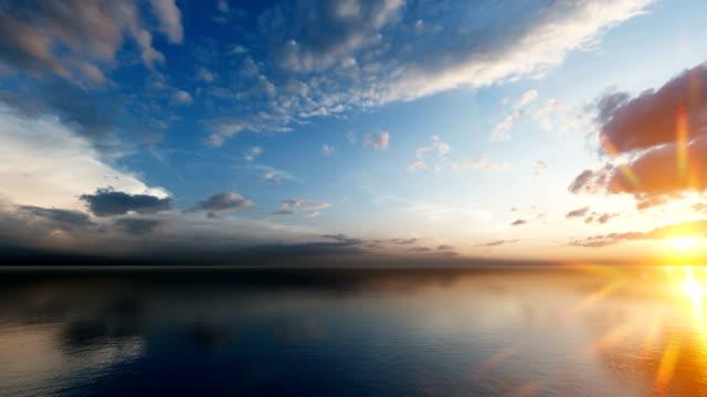 закат над спокойным морем красивое небо - спокойная вода стоковые видео и кадры b-roll