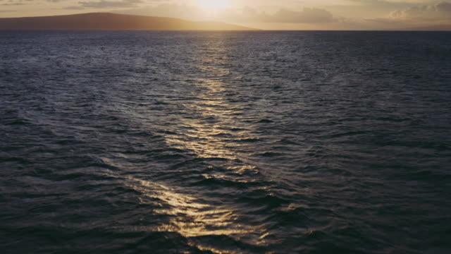 sunset over the pacific ocean - krajobraz morski filmów i materiałów b-roll