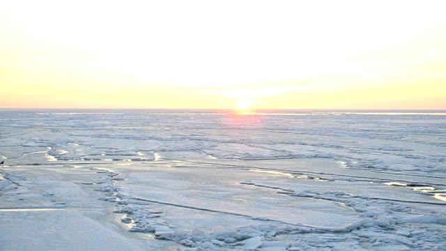 tramonto sul mare  - ice on fire video stock e b–roll